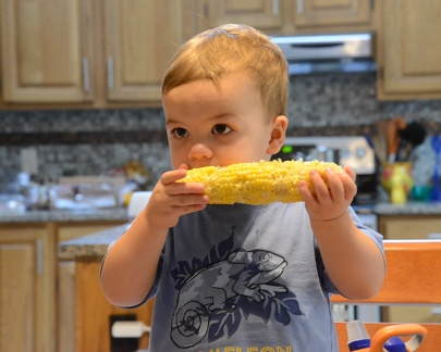 Eating corn  can t take eyes off TV2